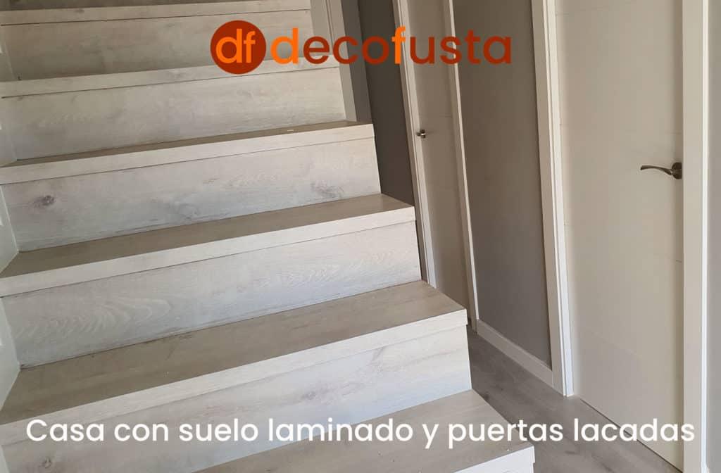 Casa con suelo laminado y puertas lacadas