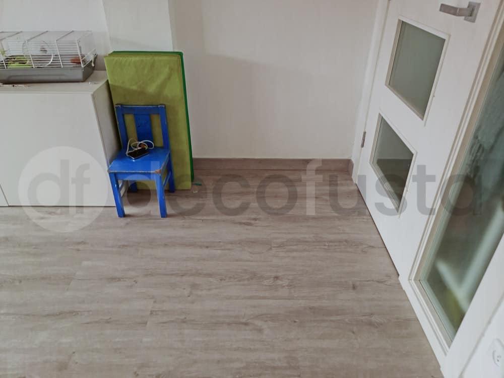 Conbinación de un suelo vinilico con puertas lacadas