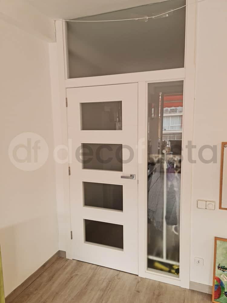 Puerta cristalera con fijo lateral y superior con crista