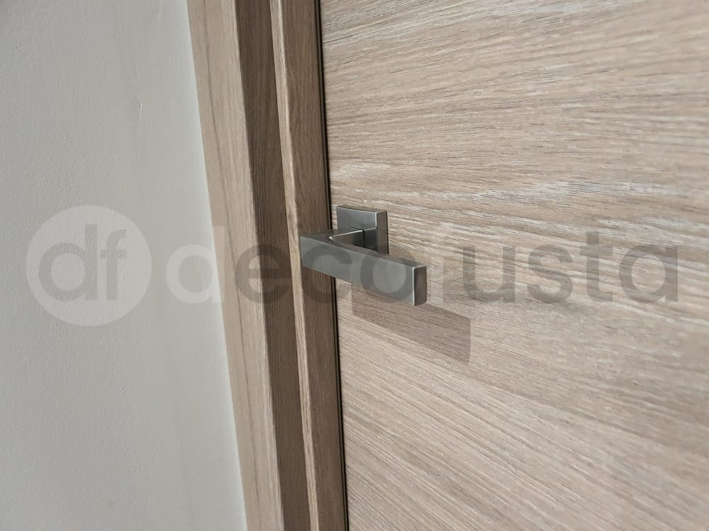 Detalle de las manetas modernas de las puertas