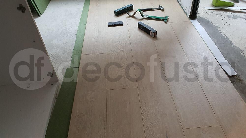 Comenzando la instalación de este suelo laminado Finfloor XL