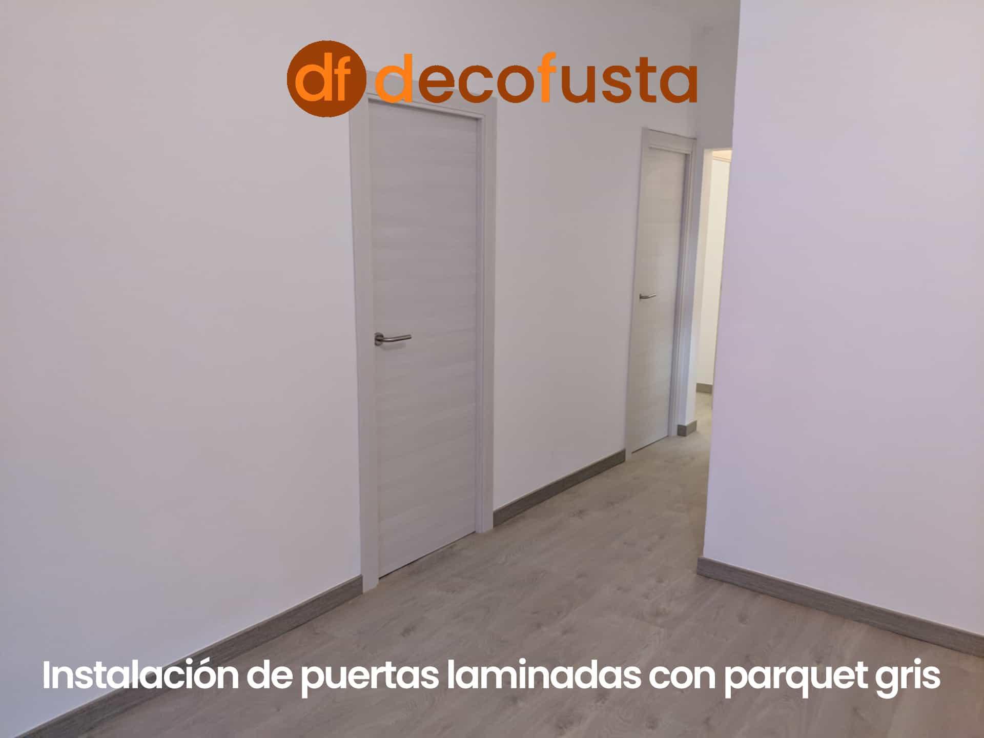 Instalación de puertas laminadas con parquet gris