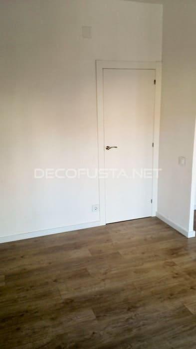 Combinación de puerta lacada con laminado roble claro