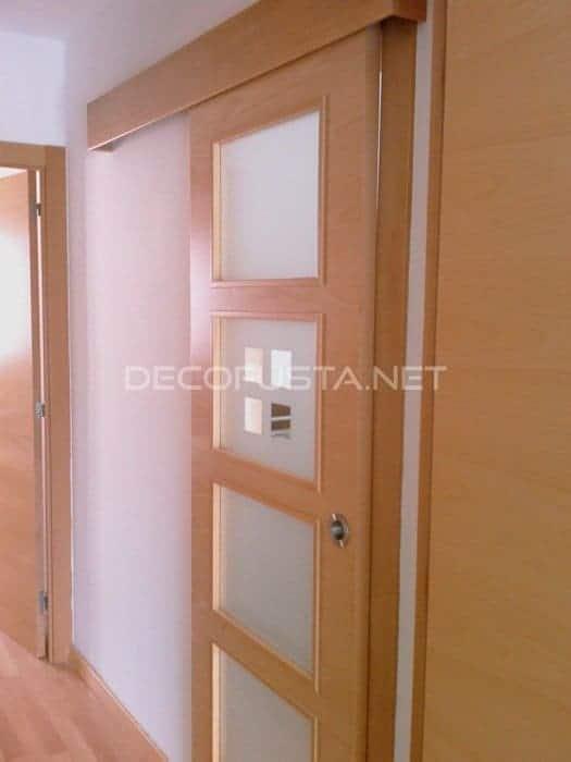 Puerta cristalera corredera con gu a vista decofusta - Guias para puerta corredera ...