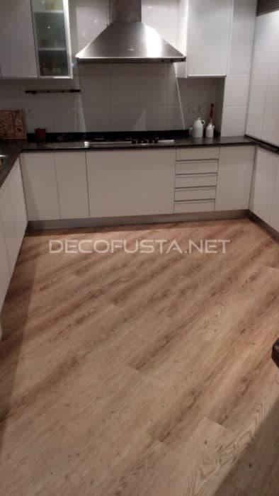 Suelo de vinilo en la cocina decofusta - Vinilos suelo cocina ...