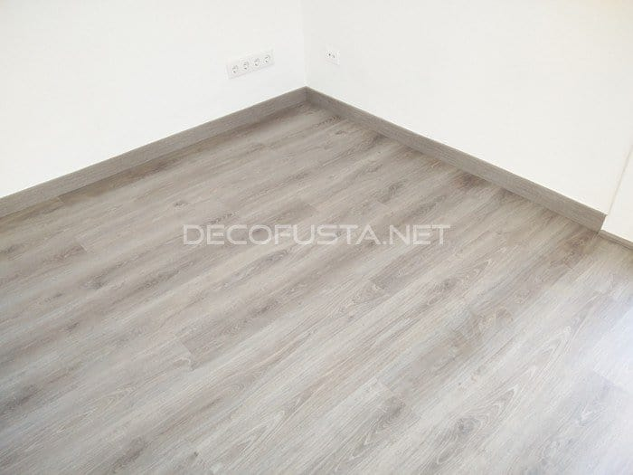 Z calo blanco o del mismo color que el parquet decofusta for Zocalo blanco