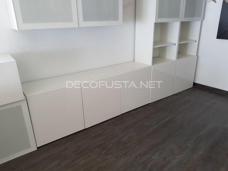 Combinación del suelo vinílico con muebles blancos