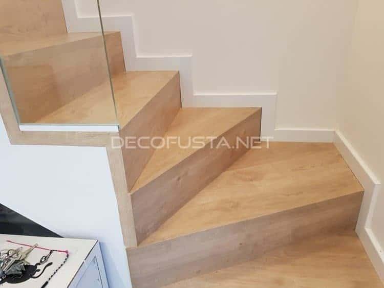 Escalera forrada de laminado