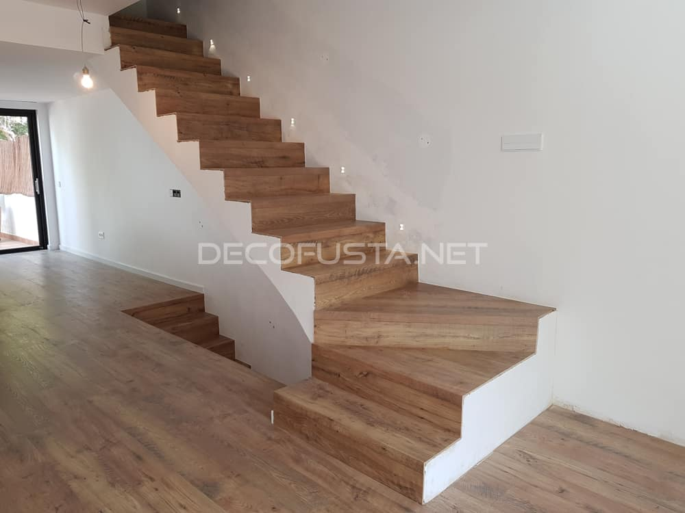 Espectacular escalera sin zocalo