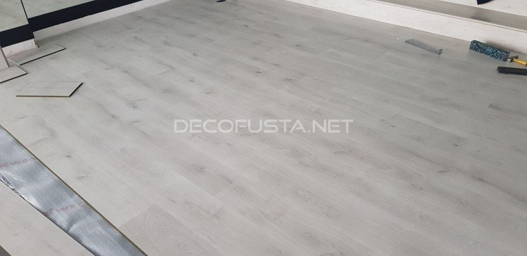 Finfloor original roble calcic decofusta for Oferta suelo laminado