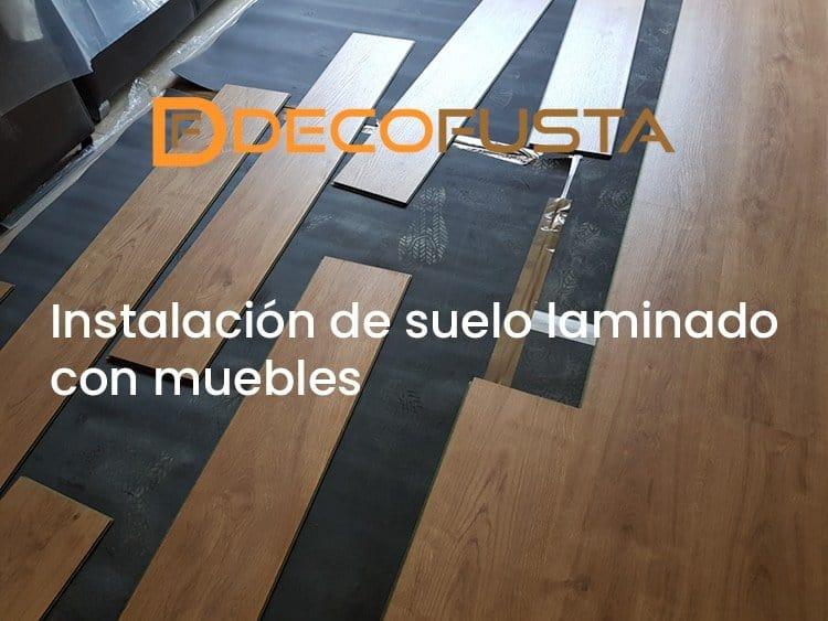 Instalación de suelo laminado con muebles
