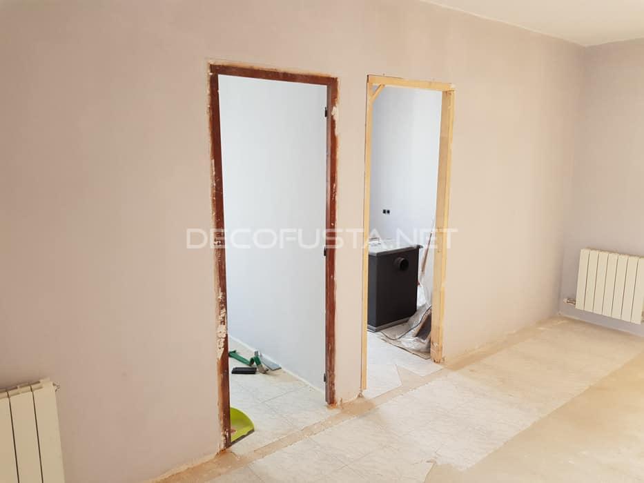 marcos de las puertas preparados para instalar las nuevas