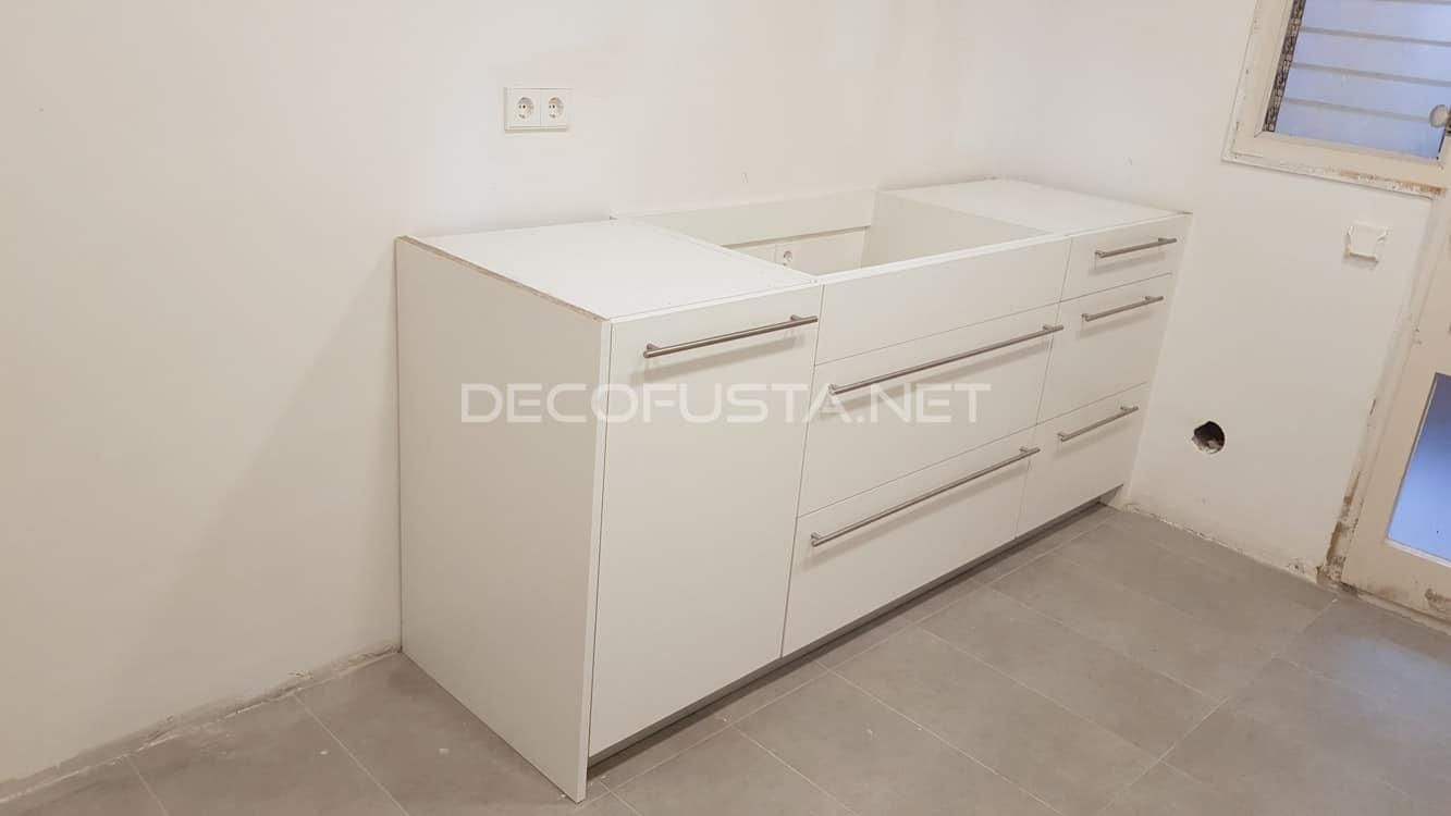 Muebles de cocina montados a falta del silestone