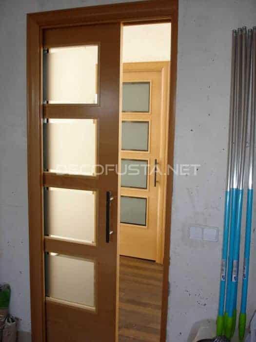 Suelo laminado color wengu combinado con puertas de haya decofusta - Manillones puertas correderas ...