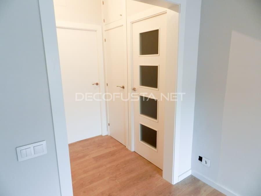 parquet de roble con puertas lacadas