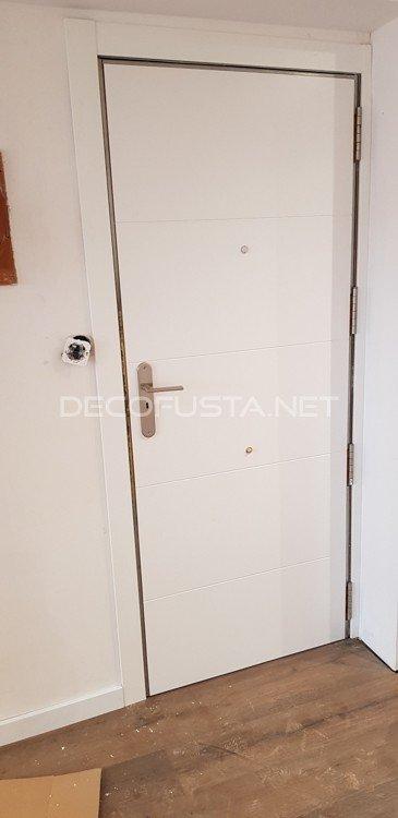 Puerta de entrada plafonada lacada 4 ranuras