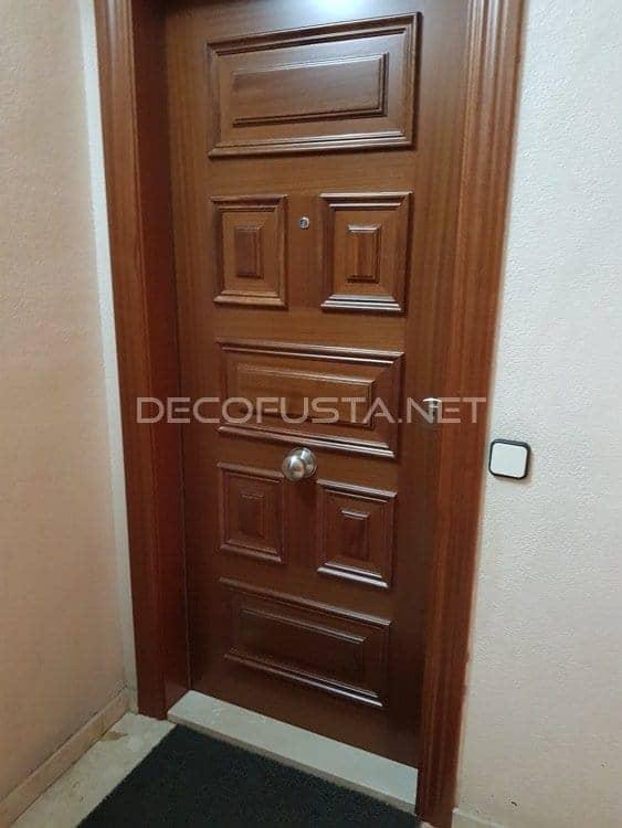 Puerta de entrada por la cara exterior de 7 plafones en sapeli