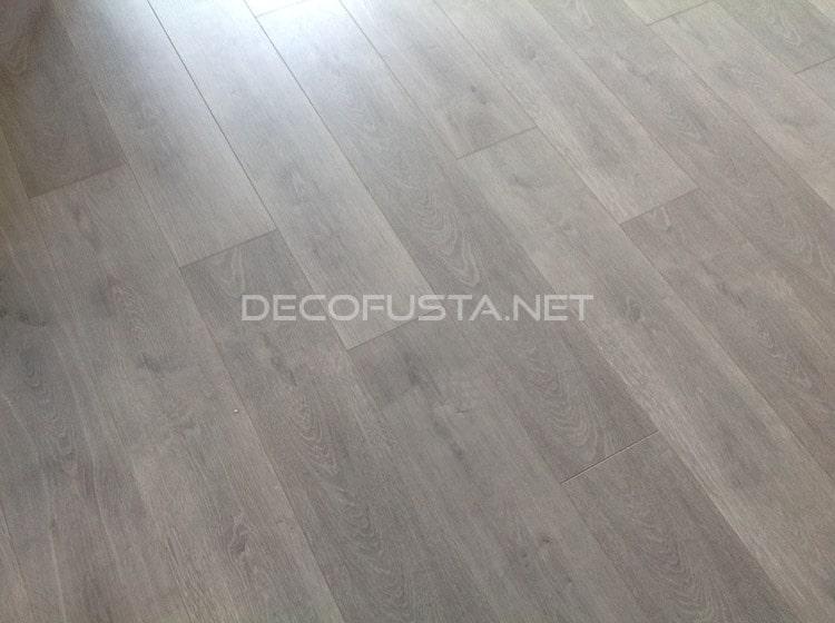 suelo laminado y muebles a medida